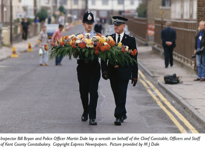 police-with-wreath